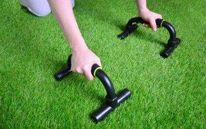 Egzersiz Yaparken Suni Çim Kullanmak